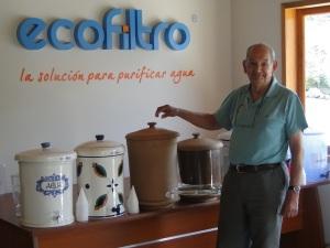 """""""Adoptemos una escuela, contribuyamos a la salud y desarrollo de la niñez guatemalteca"""" de Ecofiltro."""