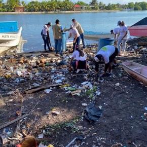 Retiran 1.5 toneladas de desechos del Canal deChiquimulilla