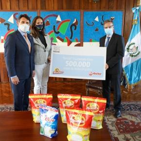 Nestlé dona medio millón de vasos deleche