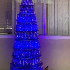 VICAL ilumina la Navidad con árboles devidrio