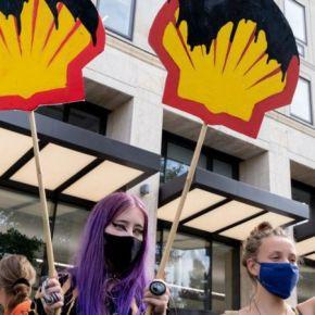 Justicia ordena a Shell reducir sus emisiones deCO₂